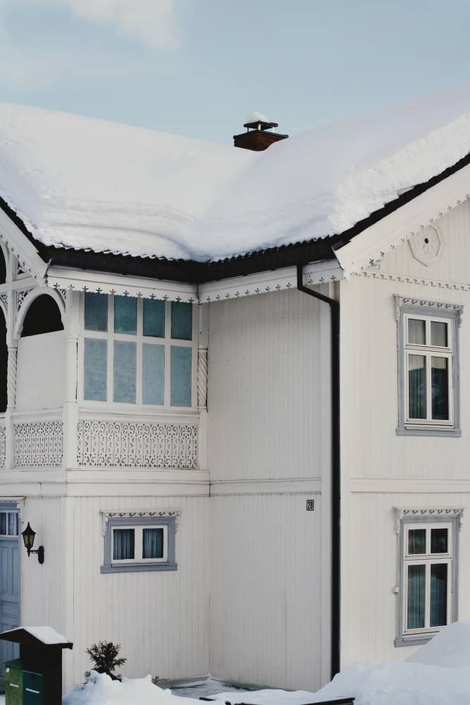house_roof with snow
